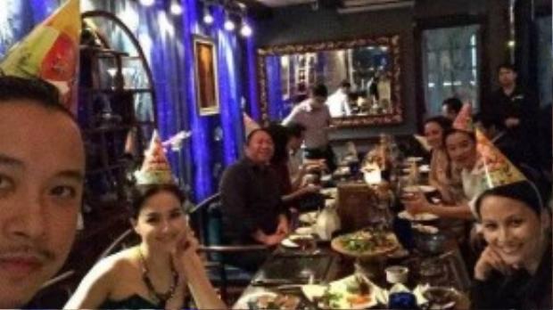 Trong buổi tiệc sinh nhật 40 tuổi của Victor Vũ hồi cuối tháng 11 năm ngoái, Ngọc Diệp cùng gia đình và bạn bè thân thiết làm tiệc hoành tráng để chúc mừng anh.