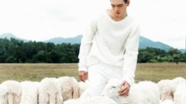 Dù mới chính thức sống tại Sài Gòn 2 tháng, không có bất kỳ người thân tại sài Gòn, nhưng với sự giúp đỡ tận tình của Đỗ Mạnh Cường, anh chàng đã liên tục xuất hiện trong bộ sưu tập thời trang đẳng cấp với những phong cách biến hóa đa dạng khác nhau.