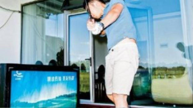 """Thiếu gia Jason Zhang thường xuyên sống trong nỗi cô đơn. Thỉnh thoảng, anh lại đánh""""siêu xe"""" Maserati của mình đilái Uber để được gặp gỡ nhiều người, đặc biệt là các cô gái cho đỡ buồn."""