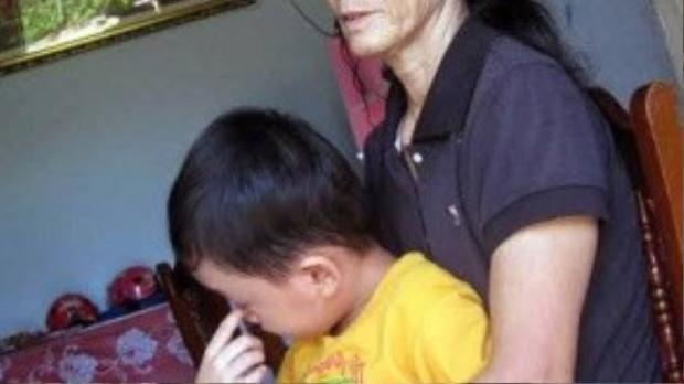 Bà Lê Thị Kiên hiện có con trai và con dâu đang làm việc tạo Lào.