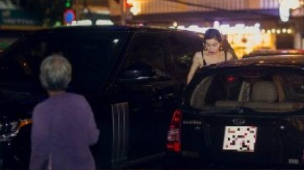 Trước đó, Hồ Ngọc Hà tự lái siêu xe Range Rover đến địa điểm hẹn.