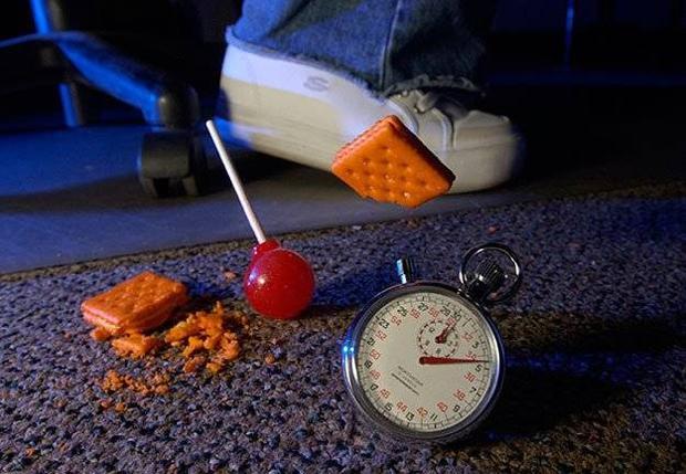 Thực hư về quy luật 5 giây khi đồ ăn rớt xuống đất