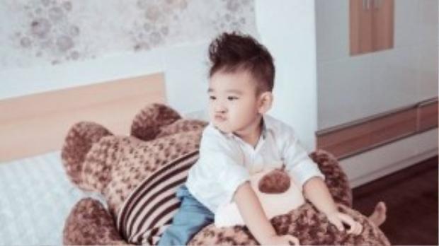Bộ ảnh được thực hiện bởi nhiếp ảnh Xukan Trương, stylist Kan Hí, trang điểm Soi, Ngân Lâm.