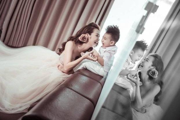 Diệp Bảo Ngọc tung bộ ảnh cực đáng yêu cùng con trai