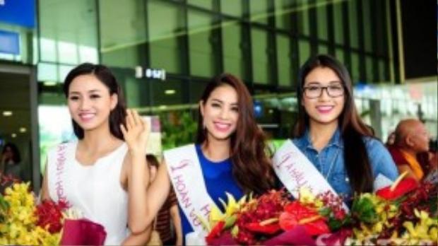Phạm Hương rạng rỡ bên hai á hậu: Trà My, Lệ Hằng tại sân bay Tân Sơn Nhất (TP HCM) sáng nay.