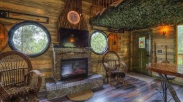 Gia đình ông Gordon Mack mua ngôi nhà này vào năm 2012 và quyết định biến nó thành một ngôi nhà hobbit.