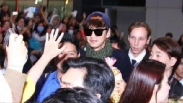 Với tính cách thân thiện và vui vẻ, Lee Kwang Soo luôn tươi cười cùng fan.