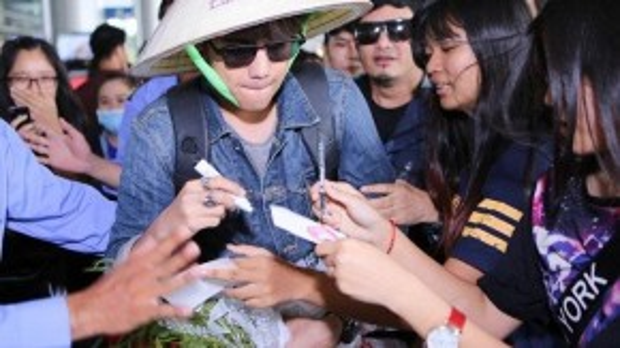 Là một diễn viên trẻ nhưng tài năng và sự điển trai của mình, nam diễn viên đã chiếm được tình cảm của hàng triệu khán giả Việt Nam.