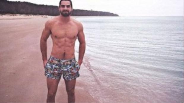 Ben cũng hay chia sẻ nhiều hình ảnh dạo chơi trên bãi biển lúc rảnh rỗi.