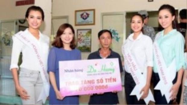 """Cùng có chiều cao với á hậu 2 Lệ Hằng nhưng mọi hoạt động Phạm Hương đều """"lép vế""""."""