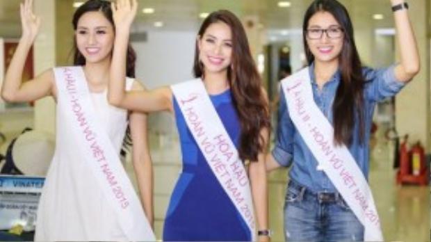 Ba người đẹp rạng rỡ sau chuyến bay từ Nha Trang về Sài Gòn.