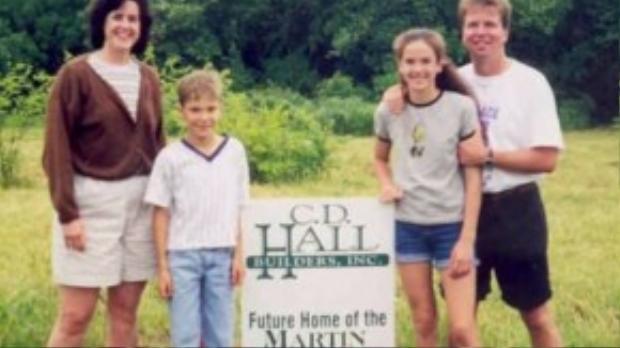Gia đình ông Paul Martin từng rất hạnh phúc với người vợ xinh đẹp và hai đứa con đáng yêu. Đau lòng thay, một vụ tai nạn xe hơi đã cướp đi đứa con trai của ông và khiến ông tàn phế suốt đời.