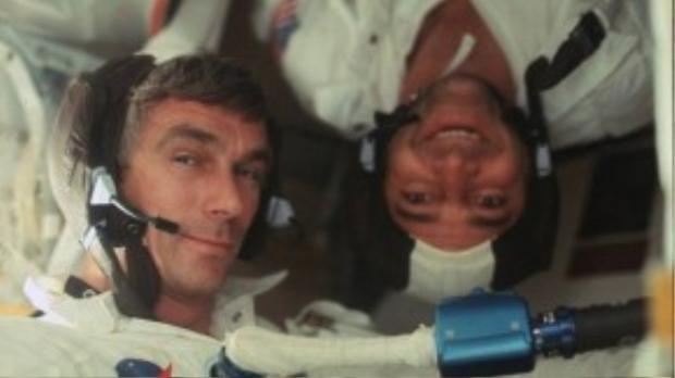 Bức ảnh selfie của nhà du hành Gene Cernan và Jack Schmitt trong tàu Apollo 17 năm 1972.