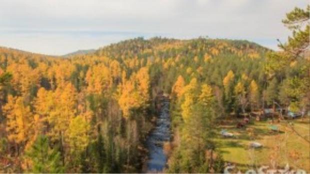 Khung cảnh núi rừng mùa thu hùng vĩ trải dài trước mắt sẽ là phần thưởng xứng đáng cho nỗ lực không mệt mỏi.