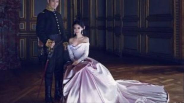 Cô dâu và chú rể mang phong cách cổ tích.