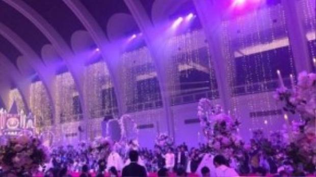 Không gian cưới rực rỡ.