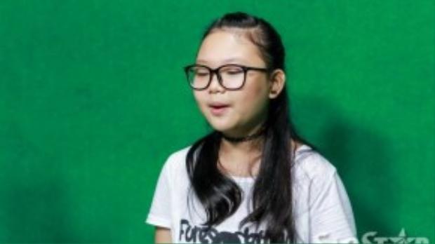 """Đêm liveshow 4, Hà Minh là thí sinh có số lượng bình chọn cao nhất, cô bé """"mũm mĩm"""" không chỉ chinh phục khán giả ở giọng hát truyền cảm mà còn có khả năng hát tiếng Anh cực tốt."""