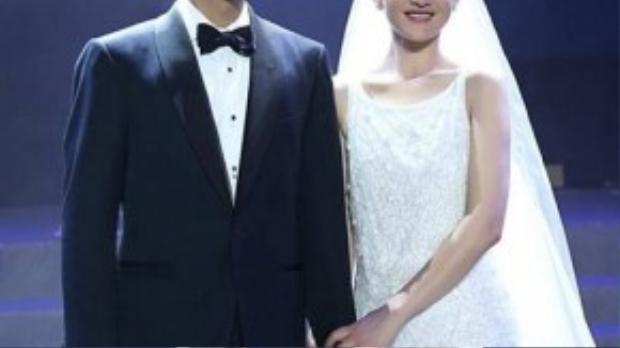 Mẫu váy cưới của Châu Tấn khá sang trọng và tinh tế.