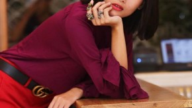 Hình mẫu người phụ nữ lý tưởng của Gucci mà Alessandro muốn khắc họa mang nét đẹp gợi cảm thầm kín cùng với tâm hồn thi ca bay bổng theo chủ nghĩa lãng mạn cổ điển.