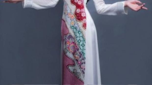 Với trang phục truyền thống, NTK Võ Việt Chung đã được Á khôi Lệ Quyên tin tưởng nhờ hỗ trợ cô trong đêm thi trang phục truyền thống sắp tới thuộc khuôn khổ cuộc thi Miss Grand International 2015 diễn ra ở Thái Lan.