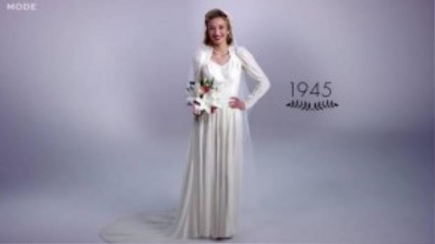Đến năm 1945 phụ nữ được thử nghiệm nhiều hơn với trang điểm, hoa cầm tay nhỏ hơn và vẫn còn vải che đầu dạng von.