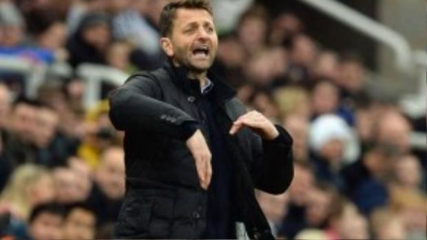 9. Tim Sherwood (Aston Villa- 2 triệu bảng/ mùa): Dù giúp đội chủ sân Villa Park vào đến chung kết FA Cup mùa giải trước, tuy nhiên, thành tích bết bát tại Premier League hiện tại khiến nhà cầm quân 46 tuổi phải đương đầu với rất nhiều chỉ trích từ người hâm mộ.
