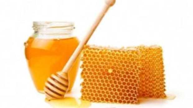 Mật ong là nguyên liệu làm đẹp rất hữu ích với vô số công dụng bất ngờ.