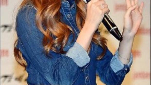 Kể từ khi nổi tiếng nhờ fancam, Hani đắt show quảng cáo, dự sự kiện, cô là thành viên nổi tiếng nhất của nhóm.
