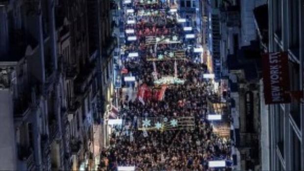 Khắp Châu Âu và ngay tại Thổ Nhĩ Kỳ, hàng ngàn người tập trung biểu tình vụ đánh bom thảm sát ở Ankara.