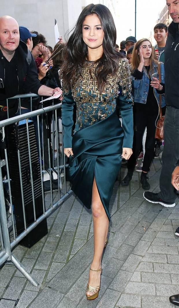 Học lỏm gu thời trang sành điệu từ Selena Gomez