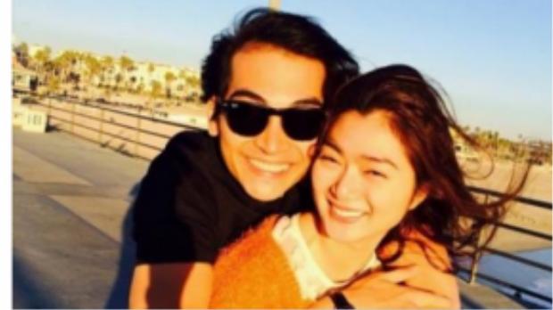 Khương Ngọc cầu hôn bạn gái trên facebook.