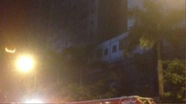 Xe thang của lực lượng cứu hỏa đành bó tay với những căn hộ cao vút.