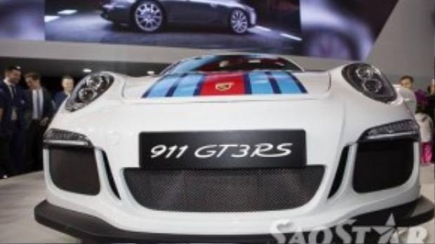 Động cơ xe có công suất 368 kW (500 mã lực).