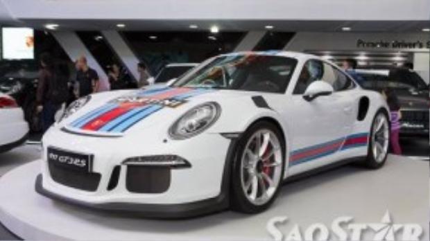 Porshce 911 GT3RS có thể đạt tốc độ tối đa lên đến 310km/h.