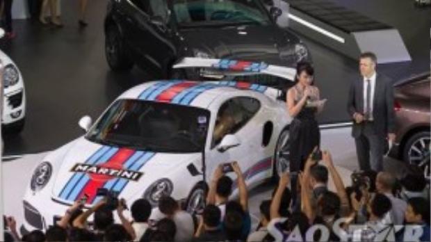 Chiếc Porsche 911GT3RS luôn thu hút rất đông sự chú ý.
