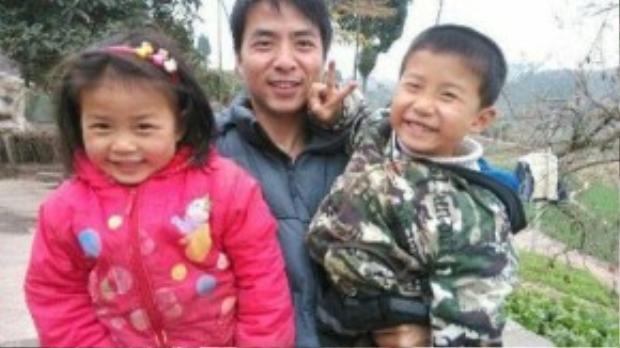 Ba bố con nhà anh Wang. Ảnh: CCTV