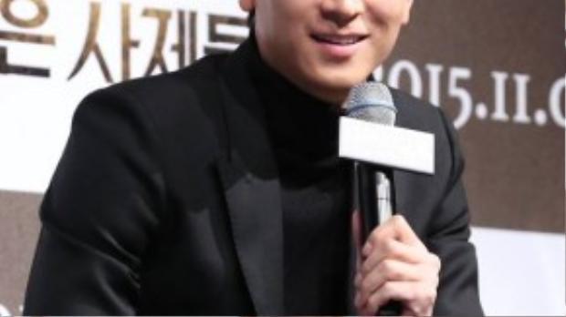 """Kang Dong Won là một trong những tài tử trẻ hiếm hoi sở hữu các tác phẩm triệu khán giả như Jeon Woo Chi, Secret Reunion, Haunters … Mỹ nam cũng được gọi là """"người tình màn ảnh của Song Hye Kyo"""" với 2 lần đóng cặp cùng cô trong Camellia và My Brilliant Life."""