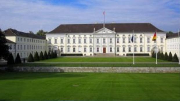 Đức: Điện Bellevue được xây dựng từ năm 1785 ở trung tâm Berlin, là nơi ở chính thức của tổng thống Đức từ năm 1994.