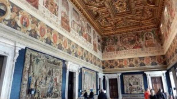 Đương kim tổng thống Italy, ông Sergio Mattarella, đã mở cửa cung điện có 1.200 phòng này cho công chúng tham quan, tổ chức các buổi triển lãm nghệ thuật.