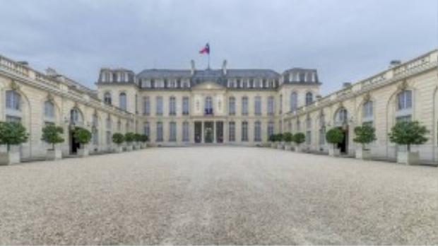 Pháp: Nằm gần Champs-Élysées ở Paris, điện Élysée là nơi ở của Tổng thống Pháp từ những năm 1840. Ông François Hollande sống tại đây từ năm 2012.