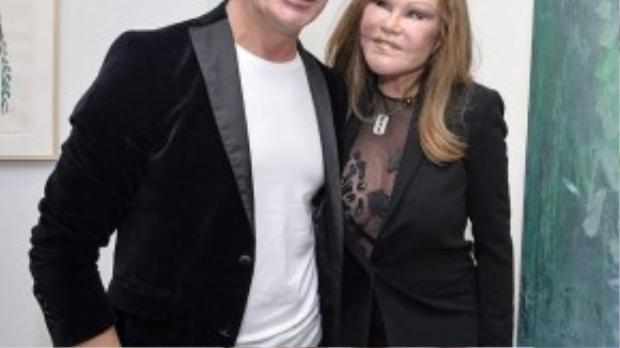 Jocelyn Wildenstein (tên đầy đủ là Jocelynnys Dayannnys da Silva Bezerra) - 75 tuổi, còn bạn trai bà - Lloyd Klein năm nay 48 tuổi. Nhà hoạt động xã hội và bạn trai kém 28 tuổi đã hẹn hò được hơn 6 năm, Lloyd Klein cũng thường thiết kế trang phục cho người yêu.