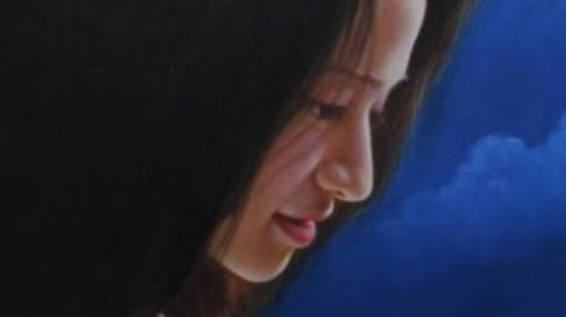 """Châu chia sẻ: """"Ở những bức tranh chân dung khó nhất là thể hiện thần thái gương mặt. Khi tôi vẽ lại dựa trên ảnh nhân vật đưa tôi muốn thể hiện nhiều hơn nữa để khi nhìn vào khách hàng có thể cảm được cái hồn bay bổng bên trong""""."""