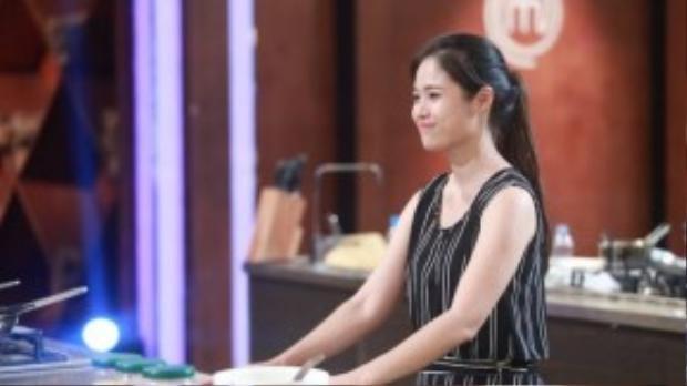 Ngọc Anh mĩm cười khi chia tay chương trình.