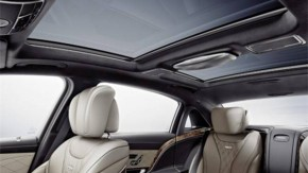 Hàng ghế thứ 2 của S500 còn có chức năng massage cao cấp với 6 chế độ, trong đó 2 chế độ có khả năng kết hợp với hệ thống sưởi để tạo hiệu ứng massage đá nóng.