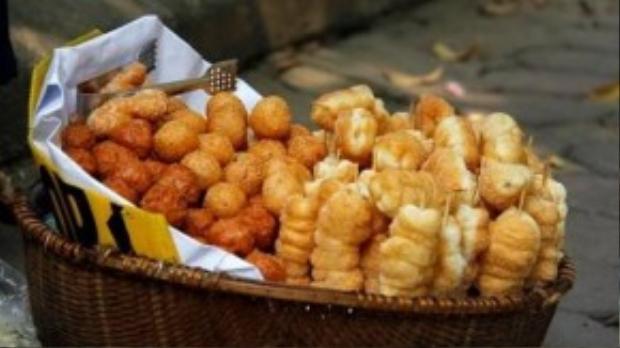 Tùy từng khẩu vị và sở thích mỗi người, bánh rán cũng có loại riêng: Bánh rán đường, bánh rán mật, bánh rán vừng. Điểm chung của chúng vỏ giòn, nhân đậu xanh dẻo tạo nên sự chuyển biến vị giác thú vị.
