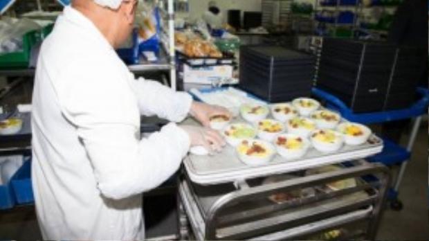 Trái cây tươi được nhập hàng ngày và được chuẩn bị ở khu tráng miệng nằm cách xa khu bếp nóng.