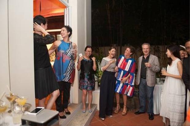 Li Lam mang BST Nguyên bản đến Đại sứ quán Pháp