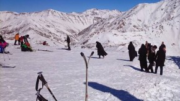 Dù thật khó hình dung tới việc trượt tuyết ở Iran, anh khuyên các du khách không nên bỏ lỡ hoạt động này ở phía bắc, nhưng đừng tỏ vẻ ngạc nhiên khi thấy những người phụ nữ ăn mặc kín mít xuất hiện trên sườn núi.