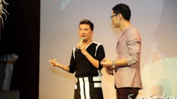 Ca sĩ Đàm Vĩnh Hưng chia sẻ về album mới trong buổi họp báo.