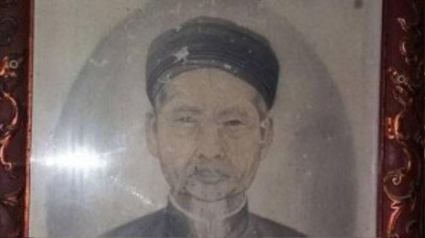 Chân dung cụ Phan Huy Cẩn được đặt trang nghiêm trong nhà thờ.